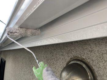 シリコン 軒樋塗装 横浜市 日本ペイント 雨樋 上塗り2回目