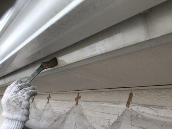 住宅塗装 塗り替えリフォーム 横浜市 破風塗装 下塗り1回目 港南区