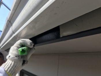 破風塗り替え 上塗り1回目 シリコン 防藻 防カビ 横浜市 塗装専門店