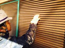 横浜市神奈川区H様邸雨戸塗装前ケレン作業