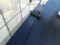 横浜市西区O様邸屋根棟板金塗装上塗り2回目