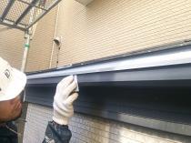 横浜市西区O様邸雨樋塗装前ケレン作業