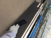 横浜市磯子区N様邸出窓天端塗替え前ケレン作業