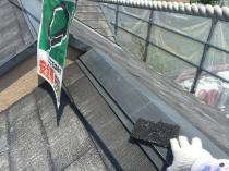 横浜市磯子区N様邸屋根棟板金塗装前ケレン作業