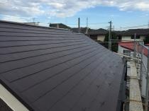 横浜市磯子区N様邸屋根棟板金塗装完了