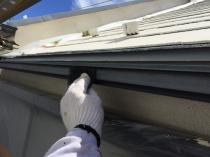 横浜市磯子区N様邸雨樋塗装前ケレン作業