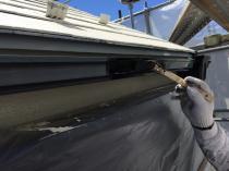 横浜市磯子区N様邸雨樋塗装上塗り1回目