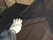 横浜市港南区T様邸屋根棟板金塗装前ケレン作業