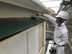 塗り替え 霧除け庇 上塗り2回目 シリコン 日本ペイント
