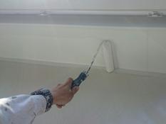 戸建住宅 リフォーム 塗り替え 軒天 上塗り2回目