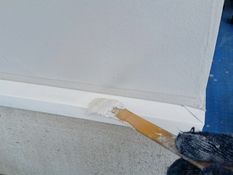 横浜市磯子区K様邸水切り塗装上塗り2回目施工中