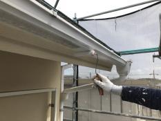 横浜市 住宅 リフォーム 塗装 軒樋 手塗り シリコン 上塗り1回目