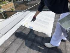 住宅 リフォーム 屋根塗装 遮熱 日本ペイント 下塗り1回目