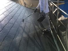 横浜市磯子区K様邸屋根塗装上塗り2回目施工中