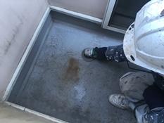 横浜市磯子区K様邸ベランダFRP防水保護塗装ケレン作業