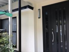 戸建住宅 玄関 塗装 リフォーム 鉄柱 施工後
