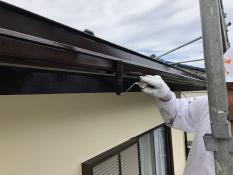 横浜市 栄区 住宅塗装 雨樋 上塗り2回目 シリコン