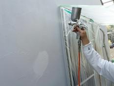 横浜市磯子区K様邸インディフレッシュセラ外壁塗装汚れ止め吹き付け作業