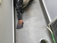 横浜市磯子区K様邸ベランダFRP防水保護塗装アセトン拭き
