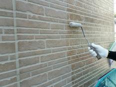 外壁 塗り替え 上塗り1回目 クリヤー塗装