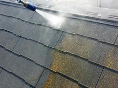 横浜市磯子区K様邸インディフレッシュセラ屋根塗装施工前高圧洗浄作業