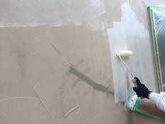 横浜市磯子区K様邸インディフレッシュセラ外壁塗装下塗り施工中