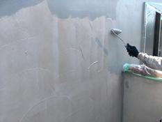 横浜市磯子区K様邸インディフレッシュセラ外壁塗装上塗り1回目施工中