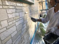 外壁塗装 上塗り1回目 UVカットクリヤー