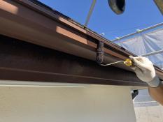 軒樋塗装 シリコン 上塗り1回目