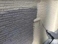 外壁塗装中塗り1回目