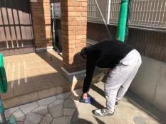 住宅塗り替え 玄関前清掃