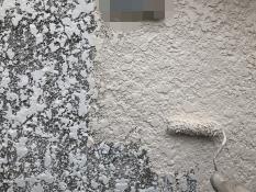 横浜市栄区N様邸塀塗装インディフレッシュセラ上塗り1回目施工中