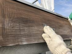 横浜市栄区N様邸パラペット塗替え前ケレン作業