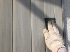 横浜市栄区N様邸雨戸塗り替え前ケレン作業