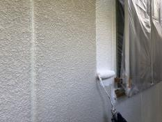 横浜市栄区N様邸外壁塗り替え下塗り施工中