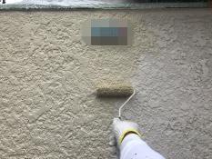 横浜市栄区N様邸塀塗装インディフレッシュセラ上塗り2回目施工中