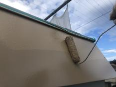 横浜市栄区N様邸パラペット塗替え上塗り2回目施工中