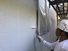 横浜市栄区N様邸外壁塗り替えUVカットクリヤー施工中
