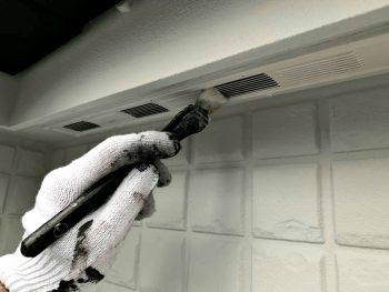 付帯部塗装 上塗り2回目 軒天換気口