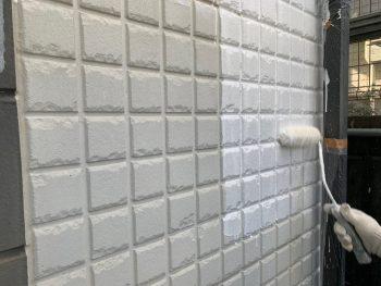横浜市栄区C様邸インディフレッシュセラ外壁塗装上塗り1回目
