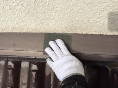 横浜市戸塚区H様邸屋根雨押え塗装前ケレン作業