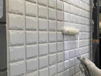 横浜市栄区C様邸インディフレッシュセラ外壁塗装下塗り