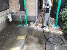 横浜市栄区K様邸外壁塗装前高圧洗浄作業