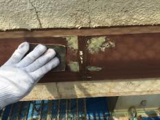 横浜市戸塚区H様邸幕板塗装前ケレン作業