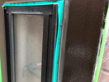 窓枠シーリング完了