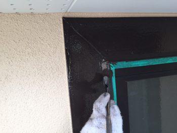シリコン塗装 窓枠上塗り2回目
