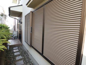 横浜市金沢区H様邸雨戸・戸袋塗装前画像