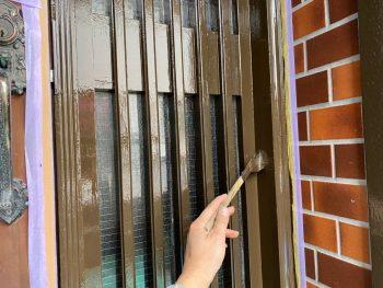 横浜市栄区Y様邸玄関格子上塗り2回目