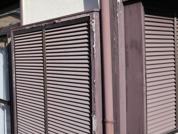 横浜市栄区Y様邸雨戸・戸袋塗装前画像