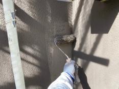 横浜市栄区S様邸外壁1階部分インディフレッシュセラ上塗り2回目